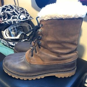 Nice pair of snow waterproof work boots. Size 12